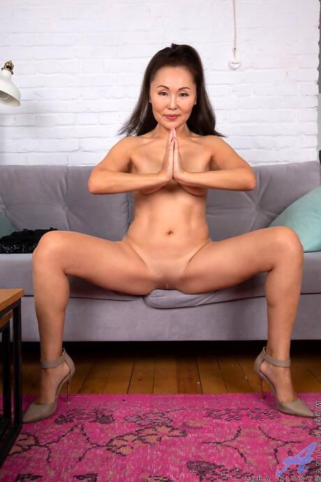 Shaved Milf Porn